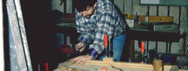 Holzbearbeitung an historischen Nachbauten