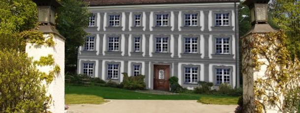 Hofeinfahrt-Schloss